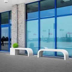 Beton architektoniczny w przestrzeni publicznej: styl , w kategorii Centra wystawowe zaprojektowany przez Modern Line