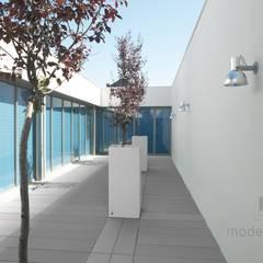 Beton architektoniczny w przestrzeni publicznej: styl , w kategorii Centra kongresowe zaprojektowany przez Modern Line