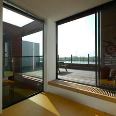 VILLA DE WAARD MENSINK, Ijburg, Amsterdam KENK Architecten:  Slaapkamer door KENK architecten