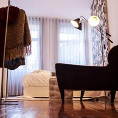 OPORTO LOFT - ART HOTEL | OPORTO | PORTUGAL: Closets  por Bastos & Cabral - Arquitectos, Lda. | 2B&C,