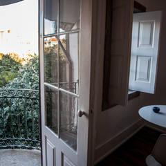 OPORTO LOFT - ART HOTEL | OPORTO | PORTUGAL: Janelas   por Bastos & Cabral - Arquitectos, Lda. | 2B&C