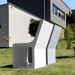 Betonowy detal w przestrzeni publicznej: styl , w kategorii Centra handlowe zaprojektowany przez Modern Line