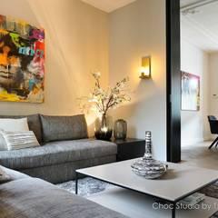 besloten zithoek:  Woonkamer door choc studio interieur