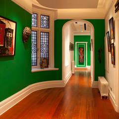 Nottinghill:  Corridor & hallway by Rebecca James Studio