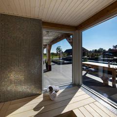 Rustic Chic Villa:  Spa door Medie Interieurarchitectuur,