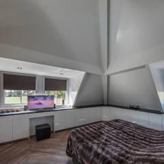 Rustic Chic Villa:  Slaapkamer door Medie Interieurarchitectuur