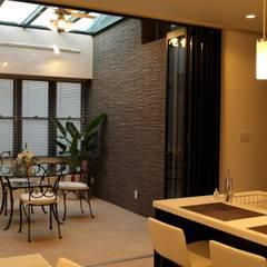 N邸: 一級建築士事務所 (有)BOFアーキテクツが手掛けたテラス・ベランダです。,クラシック