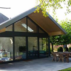 Tuinkamer Linde:  Terras door TS architecten BV, Modern Glas