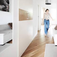 Mieszkanie? Naturalnie!: styl , w kategorii Korytarz, przedpokój zaprojektowany przez IDEALS . marta jaślan interiors,