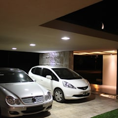 vivenda unifamilar MORENO: Garajes de estilo  por cm espacio & arquitectura srl