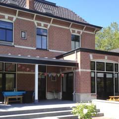 uitbreiding villa:  Keuken door Raymond Horstman Architecten BNA, Klassiek