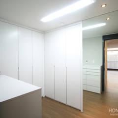 인더스트리얼 느낌의 30평 아파트 인테리어: 홍예디자인의  드레스 룸
