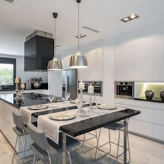 Kitchen by Laura Yerpes Estudio de Interiorismo, Mediterranean