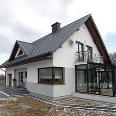 METEOR 2 – KLASYKA W NOWOCZESNEJ ODSŁONIE: styl , w kategorii Domy zaprojektowany przez Biuro Projektów MTM Styl - domywstylu.pl,