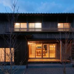 夕景: shu建築設計事務所が手掛けた家です。