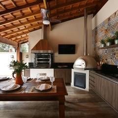 Patios & Decks by Danielle Tassi Arquitetura e Interiores, Rustic