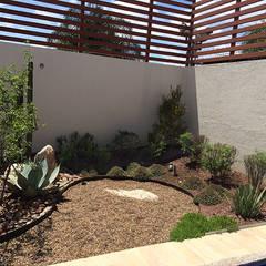 Jardines de piedra de estilo  por homify