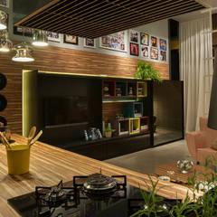 Loft : Cozinhas ecléticas por Pulse Arquitetura