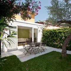 Garden by bilune studio, Eclectic