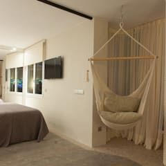 Bedroom by Pia Estudi, Mediterranean