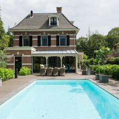 Villa te Zeist - Zwembad: eclectisch Zwembad door Friso Woudstra Architecten BNA B.V.