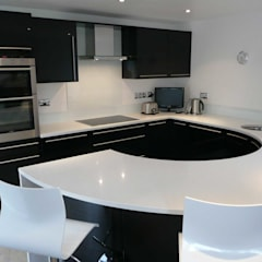 Compact High Black Gloss:  Kitchen by PTC Kitchens