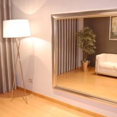 Apartamento Lisboa: Closets  por Critério Arquitectos by Canteiro de Sousa,