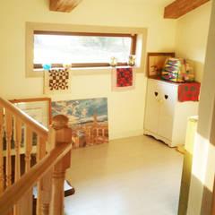 Living room by 21c housing, Mediterranean