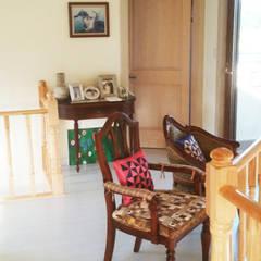 Dining room by 21c housing, Mediterranean