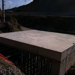 Derin İnşaat ve Mimarlık – Alt Geçit - Kaba İnşaat / Subway - Rough Construction:  tarz Garaj / Hangar