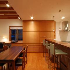 街道の家: 株式会社 中村建築設計事務所が手掛けたダイニングです。