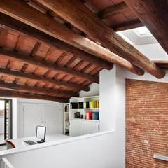 57ALI Reforma y ampliación de casa entre medianeras al Centro de Terrassa: Estudios y despachos de estilo  de Vallribera Arquitectes