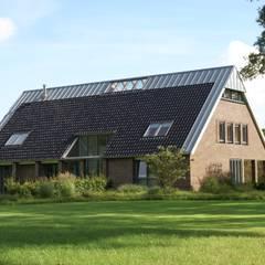 woning Zeegse:  Huizen door architektengroep roderveld, Landelijk