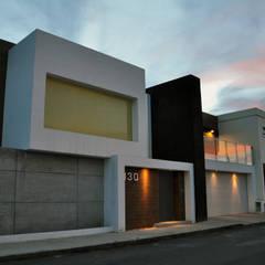 Casa Astoria: Casas de estilo  por fc3arquitectura, Moderno