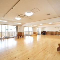 3~5歳児の保育室: モリモトアトリエ / morimoto atelierが手掛けた学校です。