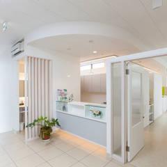 いななが歯科: 有限会社 吉永建築設計事務所が手掛けた病院です。