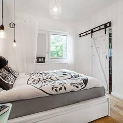 Dom jednorodzinny w Redzie : styl , w kategorii Sypialnia zaprojektowany przez PracowniaPolka