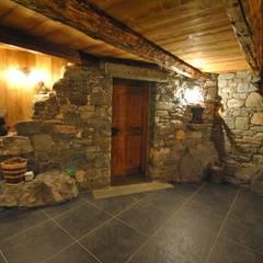 Salas / recibidores de estilo  por Sangineto s.r.l, Rústico Piedra