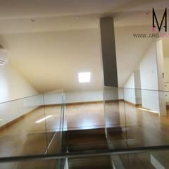 Ericeira Surf : Salas multimédia  por ARQAMA - Arquitetura e Design Lda