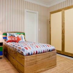 Suite do filho mais velho: Quarto infantil  por Karla Silva Designer de Interiores