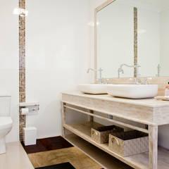 Banheiro da Suite Master: Banheiros tropicais por Karla Silva Designer de Interiores
