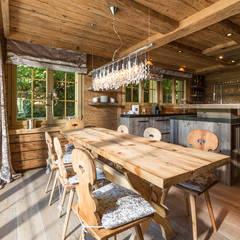 Cocinas de estilo  por RH-Design Innenausbau, Möbel und Küchenbau Aarau