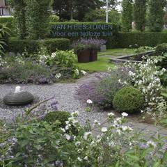 Sfeer in de Tuin :  Tuin door VAN HEES TUINEN