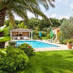 Piscinas de estilo  por PASSAGE CITRON, Mediterráneo
