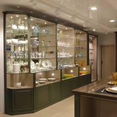 Дизайн интерьера магазина элитной посуды: Торговые центры в . Автор – MARIA MELNICOVA студия SIERRA