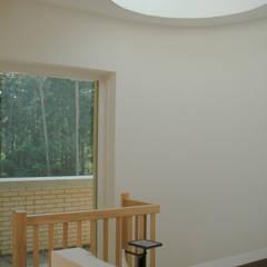 Modern corridor, hallway & stairs by SL atelier voor architectuur Modern
