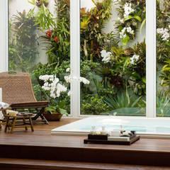 Casa Belvedere: Spas modernos por Márcia Carvalhaes Arquitetura LTDA.
