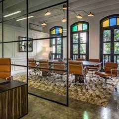 Hedge fund office:  Study/office by elliot James Pte Ltd