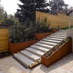 Outdoor-Stiegen:  Terrasse von Mayr & Glatzl Innenarchitektur Gmbh