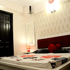 Arihant Ambience Apartment.:  Bedroom by Decor At Door